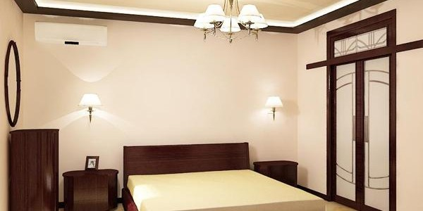 Бежевый глянцевый натяжной потолок в спальне