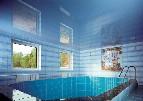 Голубой натяжной потолок в бассейне