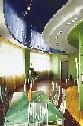 Синий натяжной потолок в гостинной