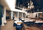 Ресторан в классическом стиле с натяжным потолков синего цвета.
