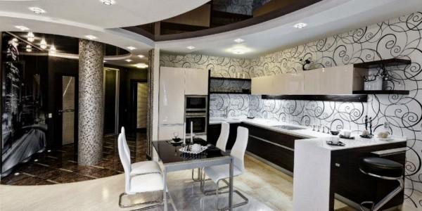 Черный глянцевый натяжной потолок на кухне