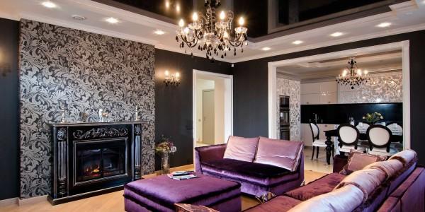 Лаковый черный потолок натяжной в гостиной