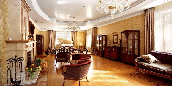 Лаковый белый потолок натяжной в гостиной