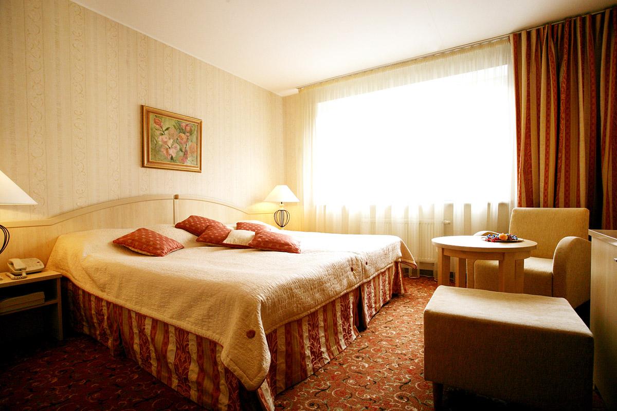 Гостиницы и натяжные потолки