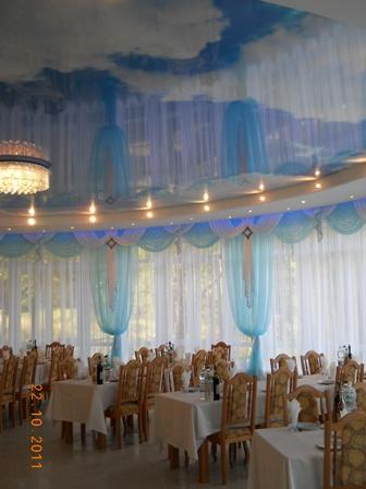 Натяжной потолок с изображением облаков